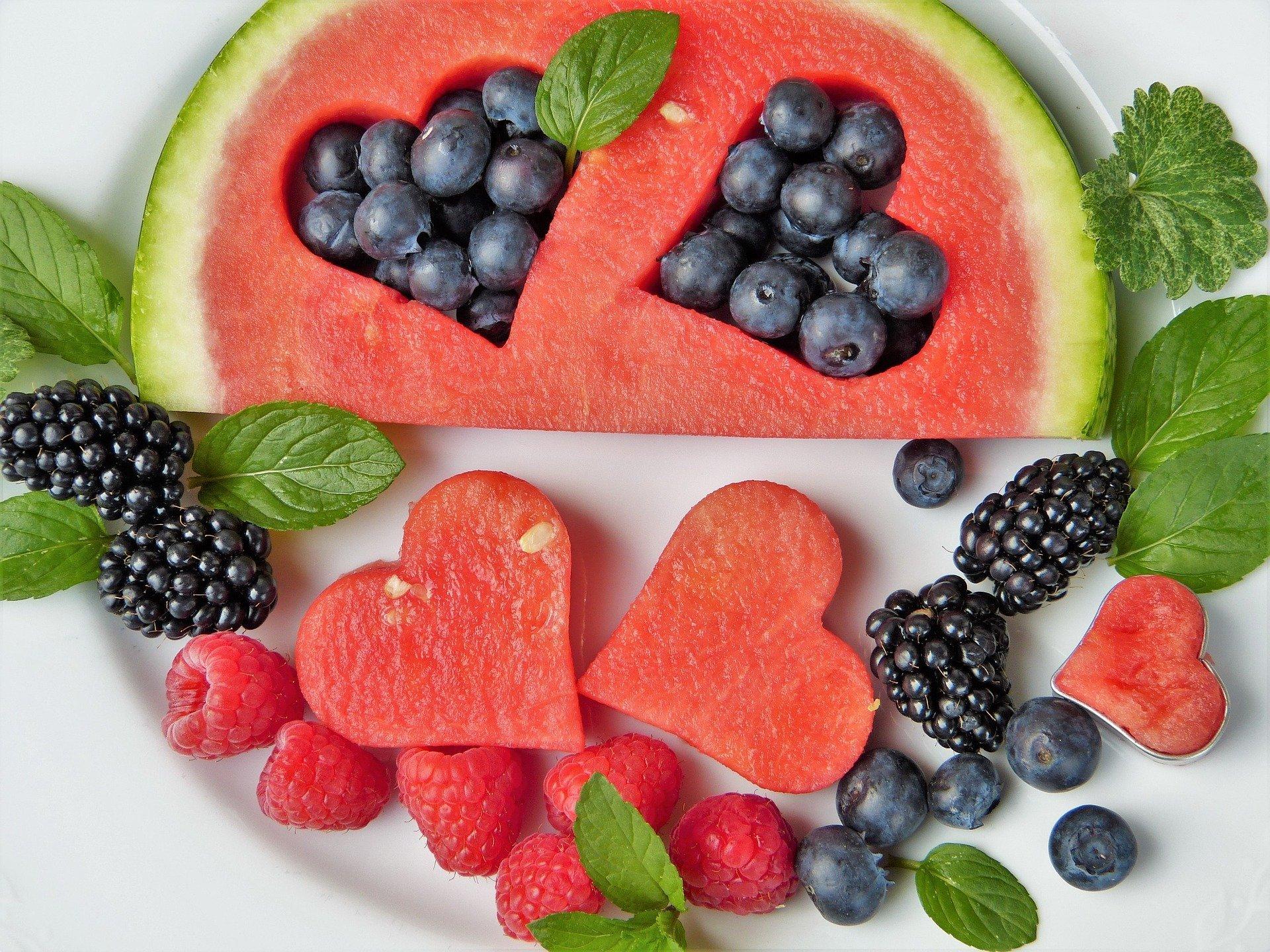 alimentazione sana dieta alimenti benessere mangiare pranzo cena frutta verdura erbe pasto naturale bio biologico radicali liberi antiradicali giovinezza angiage age salute cibo