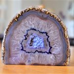 pietra agata drusa cristallo cristalloterapia aura benessere azzurro sistema nervoso nervi burattato serenità stratificato stratificazione bio biologico natura erbe meditazione yoga guarigione autotrattamento guarire terapie alternative