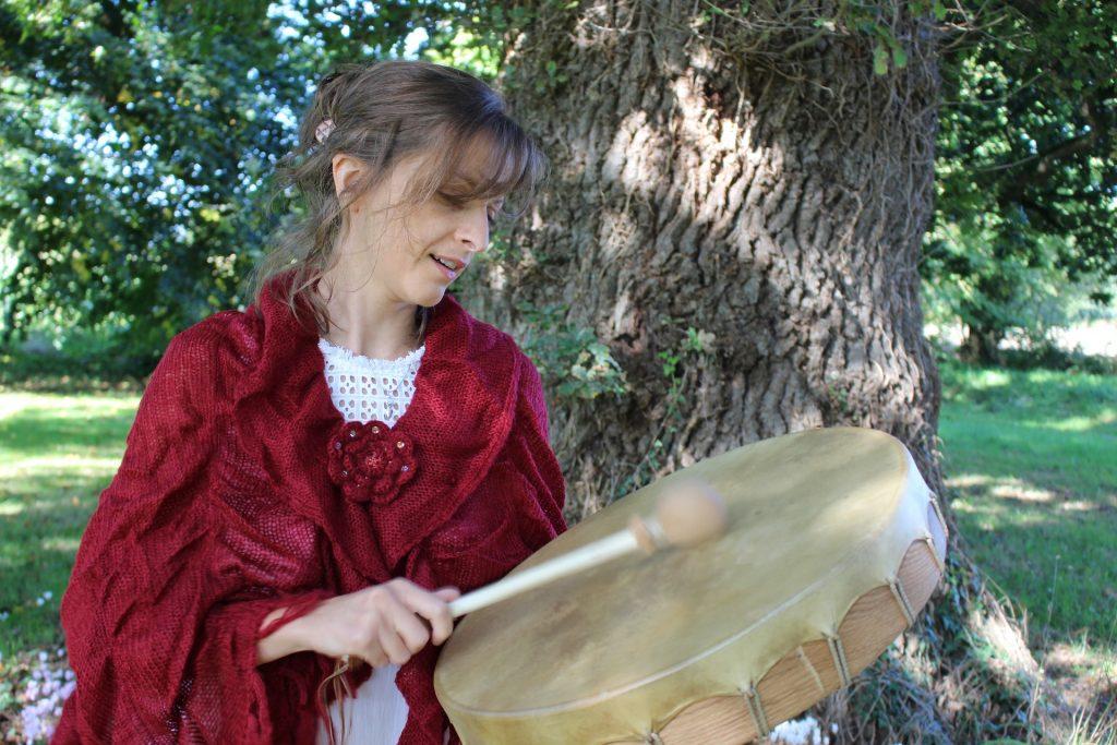 sciamana, viaggio sciamanico, tamburo, ricerca Animale guida, animale sacro equinozio solstizio viaggio sciamanico sciamano sciamana viaggio